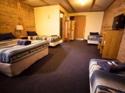 images/small-family-room-gallery/3-small-family-room-norseman-great-western-motel.jpg